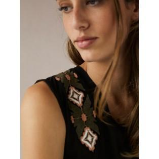 Camiseta bordada escote en espalda Intropia Negro